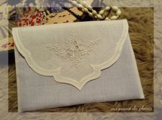 *Au point du plaisir* embroidery Jacobean Embroidery, Cross Stitch Embroidery, Embroidery Patterns, Sewing Magazines, Sewing Circles, Gold Work, Linens And Lace, Cutwork, Patch