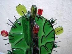 Resultado de imagen para como hacer cactus en vitrofusion Mosaic Glass, Fused Glass, Stained Glass, Glass Art, Glass Cactus, Cactus Art, Iris Folding, Glass Flowers, Glass Garden
