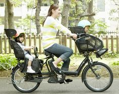 """A Mamachari. It is a really simple bicycle that you see all over Japan. Usually mothers use them for quick trips to the grocery store or to bring the kids to kindergarden. Thus the name, a combination of """"mama"""" and """"chariot"""".  Pengen punya iniiiiii ^____^"""