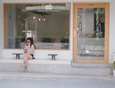 My style Coffee shop 😃😃😃😃😙 Cafe Shop Design, Cafe Interior Design, Shop Front Design, Store Design, Design Design, Coffee Shop Bar, Small Coffee Shop, Coffee Cafe, Deco Cafe