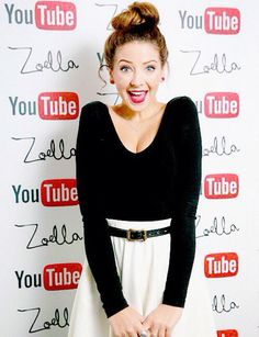 Sunday she picked up her second BBC Teen Award. Influential People In Britain British Youtubers, Famous Youtubers, Youtube I, Youtube Stars, Teen Awards, Bae, Blogging, Miranda Sings, Zoe Sugg