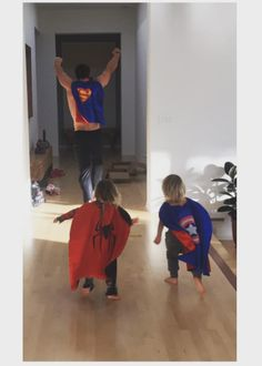 Chris Hemsworth playing superheroes with his twin sons. | These Photos Of Hot Celeb Dads With Their Kids Will Make You Pregnant