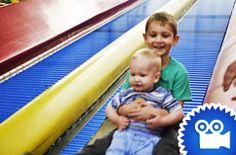 Die Rollenrutsche ist nur eines von zahlreichen Spielgelegenheiten im McPlay in Freudenberg! Vor allem für kleinere Kinder ein Riesenspaß, egal bei welchem Wetter.