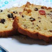 Muffins aux baies d'Aronia (vegan) Bunt Cakes, Plum Cake, Coffee Cake, Banana Bread, Muffins, Food And Drink, Pudding, Vegan, Dishes