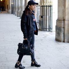 FASHION POLICE 🚨                             Ph by Marianne Girardet                              #Balenciaga #Supreme #NY #Parisian #Parisienne #StreetStyle #Paris #FashionBlogger