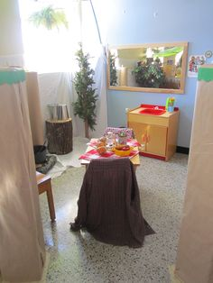 La cabane à sucre de ma classe... Activities For Kids, Sugar, Table, Furniture, Home Decor, Dramatic Play, Cabins, Preschool, Decoration Home