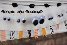 DIY Hallowen Crafts : DIY Google Eye Garland