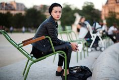 On the Street….Les Tuileries, Paris « The Sartorialist. Gorgeous. All-black chic.