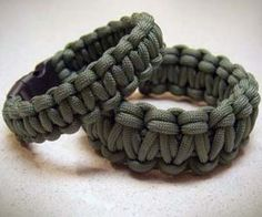 Easily carry eight feet of paracord rope on your wrist with these paracord survival bracelets. Essential for outdoors adventuring, these paracord rope. Paracord Bracelet Designs, Paracord Bracelets, Survival Bracelets, Rope Bracelets, Paracord Ideas, Bangles, Plate Carrier, Girl Scout Leader, Girl Scouts