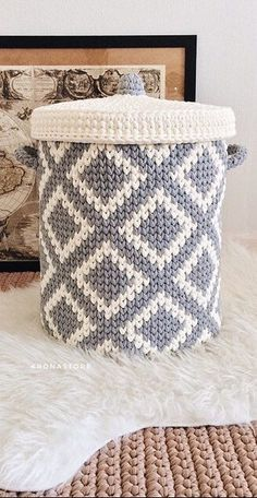Amazing Crochet Baskets For Free Ideas 2019 – Page 21 of 35 – stunnerwoman. … Amazing Crochet Baskets For Free Ideas 2019 –. Crochet Home, Knit Or Crochet, Crochet Crafts, Crochet Stitches, Crochet Projects, Free Crochet, Easy Crochet, Crochet Basket Tutorial, Crochet Basket Pattern
