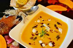 There's nothing more comforting than a warm, creamy and delicious pumpkin soup on a chilly fall day. Here are some of my favorite pumpkin soup recipes. Vegan Appetizers, Easy Appetizer Recipes, Fall Recipes, Healthy Recipes, Healthy Food, Lentil Soup Recipes, Seafood Soup, Vegan Soup, Tofu Soup