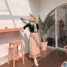 Combination Tricks Hijab Vintage For Women Nice 47 Combination Tricks Hijab Vintage For WomenNice 47 Combination Tricks Hijab Vintage For Women Hijab Casual, Ootd Hijab, Hijab Chic, Hijab Dress, Modern Hijab Fashion, Street Hijab Fashion, Muslim Fashion, Style Outfits, Skirt Outfits