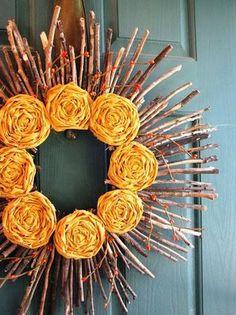 dekorace na dveře, věnec z větví, tvoření, návod, jak vyrobit látkové květy, látkové květiny, návod, tutoriál