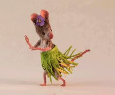 The perfect Hula HulaDancing Mouse Animated GIF for your conversation. Discover and Share the best GIFs on Tenor. Gifs, Felt Animals, Cute Animals, Maus Illustration, Felt Mouse, Cute Mouse, Gif Animé, Designer Toys, Felt Art