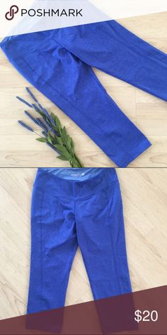 workout leggings compression tights capris Cute capri length compression workout leggings. Pretty heathered royal blue color. Only worn once, in excellent condition. Old Navy Pants Leggings