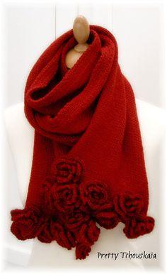 "Ravelry: Echarpe ""Roses"" - ""Roses"" scarf pattern by Pretty Tchouskaïa"