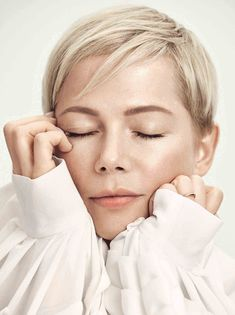 Actor Michelle Williams is ELLE UK's cover star and in this feature interview she discussed her daughter, the roles she's undertaken and her fashion credentials with Louis Vuitton Michelle Williams Pixie, Short Blonde Pixie, Best Pixie Cuts, Michelle Trachtenberg, Modern Haircuts, Jessica Biel, Louis Vuitton, Pixie Hairstyles, Hair Trends