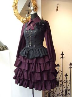 This is very nice victorian steampunk style Victorian Steampunk, Victorian Fashion, Gothic Fashion, Emo Fashion, Costume Steampunk, Steampunk Fashion, Steampunk Clothing, Mode Alternative, Alternative Fashion