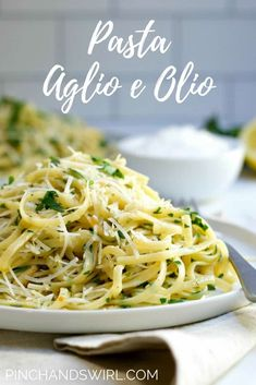 Youll be serving delicious easy to make Pasta Aglio e Olio In 20 minutes! Glistening pasta loaded with olive oil toasty garlic fresh lemon parsley and crushed red pepper kick! Linguine Recipes, Best Pasta Recipes, Chicken Pasta Recipes, Dinner Recipes, Cooking Recipes, Garlic Olive Oil Pasta, Lemon Pasta, Garlic Pasta, Pasta With Olive Oil