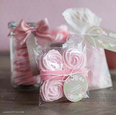 Gift Wrapping for Raspberry Rose Meringues Dessert Packaging, Pretty Packaging, Packaging Ideas, Meringue Kisses, Meringue Cookies, Food Gifts, Diy Gifts, Wedding Favors, Party Favors