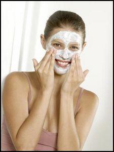 Lutter contre l'excès de sébum et les comédons grâce à nos conseils pour préparer un masque anti point noir à la maison ! Retrouvez une peau saine !