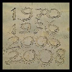 geboortejaren in het zand