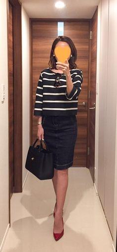 - Top: DRESSTERIOR - Denim skirt: BIANCA EPOCA - Bag: CHANEL - Heels: Kanematsu