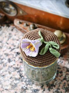 Crochet, knit and amigurumi. Crochet Jar Covers, Crochet Case, Knit Or Crochet, Crochet Gifts, Crochet Designs, Crochet Patterns, Crochet Home Decor, Crochet Kitchen, Crochet Squares