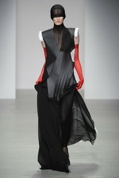 Teruhiro Hasegawa: CSM MA 14-15 distortion of traditional silhouettes: asymmetric design which creates dynamic and edgy mood