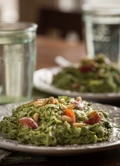 Raw Avocado Kale Pesto with Zucchini Noodles This would be 2 green, 1 blue, 1 tsp, and if you wanted to add a protein like chicken, then add 1 red.