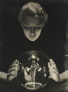 Crystal Ball - Muse, Fashion Icon, Artist, and Photojournalist Lee Miller, photographed by Russian-born pioneering fashion photographer George Hoyningen-Huene. (image via Clapham Studio Hire) Miller established herself as a successful New York. Lee Miller, Man Ray, Vintage Photography, White Photography, Macabre Photography, Photography Tricks, Food Photography, Old Photos, Vintage Photos