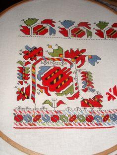 дърво на живота чипровски килими - Google Search Creative Embroidery, Folk Embroidery, Cross Stitch Embroidery, Embroidery Patterns, Cross Stitch Patterns, Needlepoint Designs, Tapestry Crochet, Bargello, Needlework