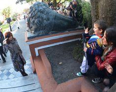 Custodiado por los Granaderos y el pueblo, el sable de San Martín vuelve al Museo Histórico Nacional. #VivaLaPatria