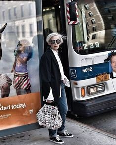 Women S Fashion Over 40 Refferal: 5288361385 Mature Fashion, 60 Fashion, Over 50 Womens Fashion, Fashion Moda, Fashion Over 50, White Fashion, Timeless Fashion, Plus Size Fashion, Fashion Tips