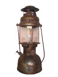 Resultado de imagem para imagens de lamparinas e lampioes antigos