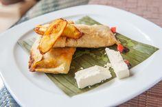 Tamales de Frijol con Queso de Cabra.