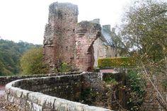 Rosslyn Chapel: Ruins of Rosslyn Castle