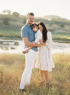 great family photo session ideas @Kristy Owens :)