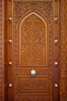 باب المسجد الكبير السلطان قابوس