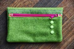 DreiPunkteWerk: Clutch aus Wollfilz, Taschenspieler II Farbenmix