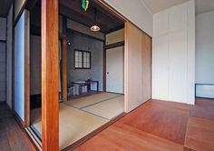 scaled back house by otsubo design + ROOVICE in kanagawa, japan