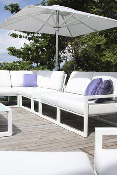 Ninix - Royal Botania. Ninix means both minimal and maximal. A contradiction? Not if you know that in material selection, comfort, and refinement, the maximum is being offered. The hairline finish of the stainless steel frame, the woodwork in carefully selected teak, it's optimized ergonomics,... The minimum relates to the lines of the design. Almost a pity to use outdoors... #outdoor #furniture #luxury #sectional #sofa