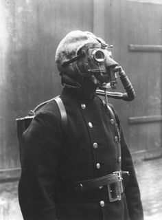 A fireman from the London Fire Brigade, wearing a smoke helmet. (Photo by Topical Press Agency/Getty Images). Circa 1908