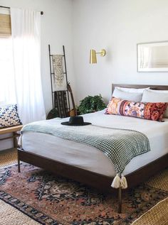 gold lamps - Bohemian minimalist with urban outfiters bedroom ideas 29 Bedroom Lamps Design, Home Decor Bedroom, Bedroom Furniture, Bedroom Ideas, Bedroom Designs, Diy Bedroom, Entryway Decor, Furniture Sets, Minimalist Bedroom
