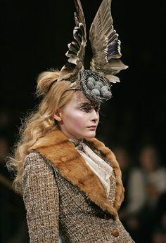 "L'exposition ""Alexander McQueen : Savage Beauty"" au V&A…"