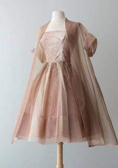 Sheer swing coat vintage party dresses, vintage outfits, wedding dresses, v Pretty Dresses, Women's Dresses, Beautiful Dresses, Fashion Dresses, 1960s Dresses, Mode Vintage, Vintage Vogue, Vintage Fashion, 1950s Fashion