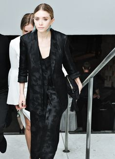 Ashley Olsen The Row Silk Suit Jacquard Mary Kate Ashley, Mary Kate Olsen, Elizabeth Olsen, Ashley Olsen Style, Olsen Twins Style, Brocade Suits, Silk Suit, The Row, Sleek Hairstyles