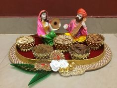 Cozy-Chic Wedding Decoration Ideas to Enchant Your Big Day Hasil gambar untuk trousseau tray decoration Thali Decoration Ideas, Fruit Decorations, Festival Decorations, Stage Decorations, Decor Ideas, Craft Ideas, Wedding Gift Baskets, Wedding Gift Wrapping, Indian Wedding Gifts