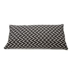 Modernize your home with the simple Zigzag cushion cover from Ørskov. The cushion cover is made of high quality cotton with a nice graphic…