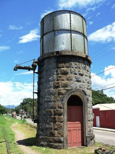 Museu Ferroviário Virtual - Antiga caixa d'água para abastecer locomotivas a vapor, em Antonina/PR